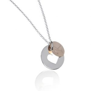 Sølvsmykke med skjult hjerte med initial i gull